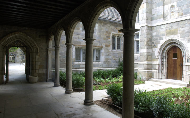Columns and arches line an avenue connecting the Saybrook and Branford Residential Colleges.