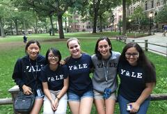 5 girls in yale shirts